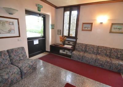 salottino-entrata-camere-hotel-magnolia